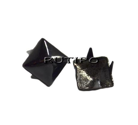 """Заклепка """"Піраміда"""" чорна (фарбована), 7 * 7 мм, шт."""